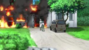 放火されるフカイ・アオの家