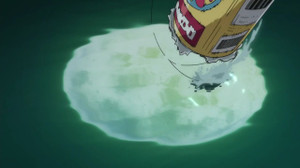 なんで空き缶で魚が掛かるんだろう? 針が見えないけどルアー?